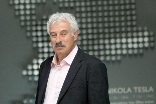 Ανιχνεύσεις - Ενημερωτική εκπομπή που ασχολείται με θέματα της επικαιρότητας, τις πολιτικές εξελίξεις στα Βαλκάνια και τους πρωταγωνιστές των γεγονότων στις γειτονικές χώρες, αλλά και με ζητήματα επιστήμης και φιλοσοφίας