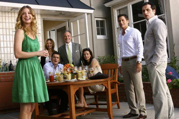 Brothers & sisters iii - Η ζωή και τα προβλήματα της οικογένειας Γουόκερ μετά το θάνατο του πατέρα και ιδρυτή τής οικογενειακής επιχείρησης Ojai Foods