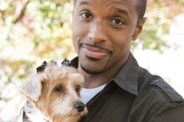 Underdog το wonderdog - Μια ομάδα ειδικών αναλαμβάνει αδέσποτα σκυλάκια που βρέθηκαν ταλαιπωρημένα και τα μεταμορφώνει στο ιδανικό κατοικίδιο για μια τυχερή οικογένεια που θα τα υιοθετήσει