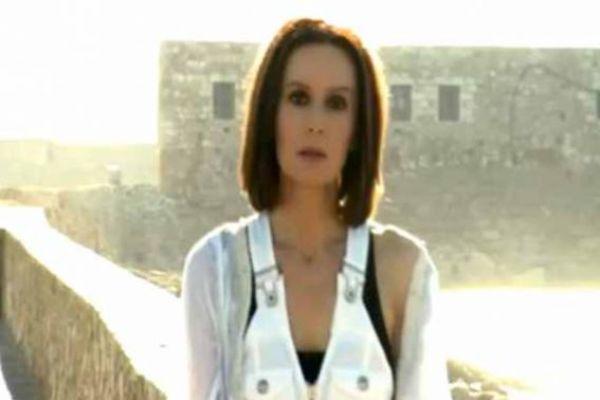 Βαλς με 12 Θεούς - Βασισμένη στο ομώνυμο best seller της Λένας Μαντά, η σειρά αφού κατέκτησε το κοινό της Κύπρου ήρθε και στην Ελλάδα