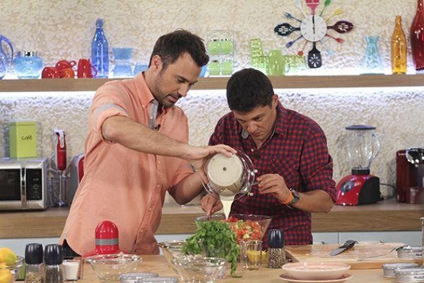 Παρέα στην Κουζίνα, κάθε μέρα - Ο σεφ Αλέξανδρος Παπανδρέου και ο Γιώργος Καπουτζίδης παρέα κάθε μέρα στην κουζίνα