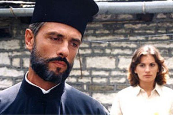 'AΑγγιγμα ψυχής - Ο απαγορευμένος έρωτας ανάμεσα σε έναν ιερέα και μια νεαρή γυναίκα