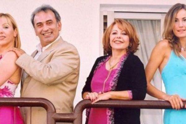 ΕΛΛΑΣ το μεγαλείο σου - Τρεις οικογένειες συγκάτοικοι στην τρέλα
