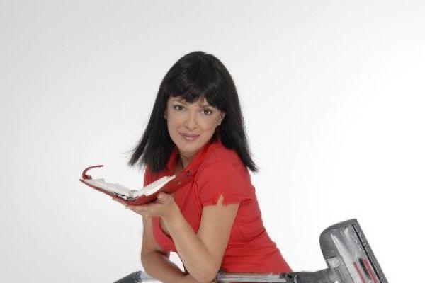 Εργαζόμενη γυναίκα - Τα κάνει όλα και συμφέρει