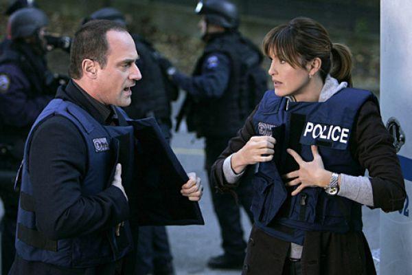 Νόμος και τάξη: ειδική ομάδα VIII - Ξένη αστυνομική σειρά